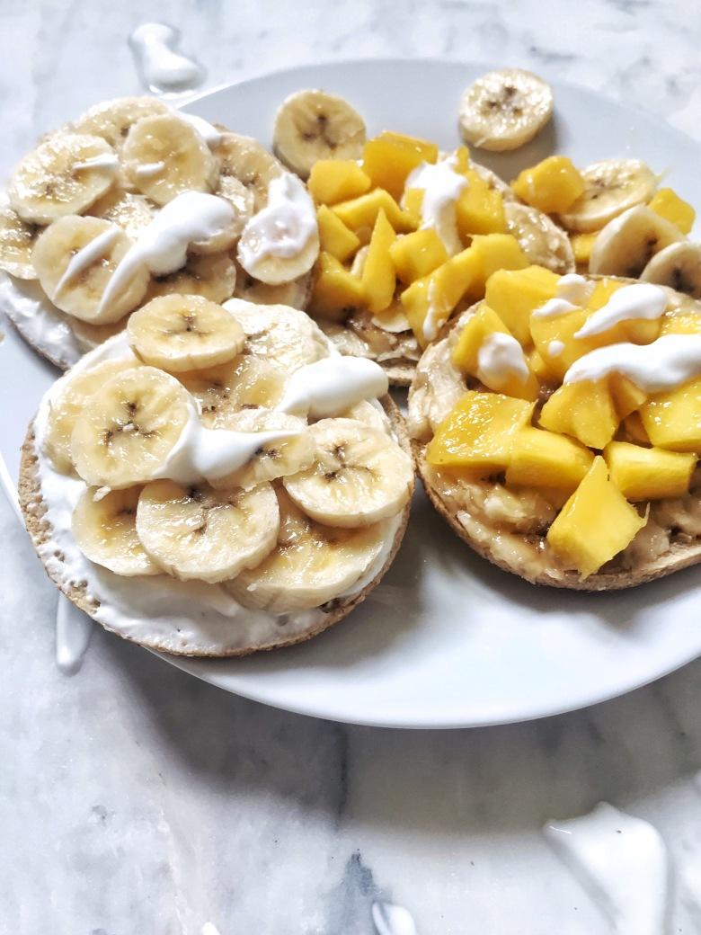 sandwich thins con plátano y mango